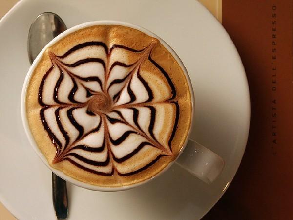 Рисунок на кофе сливках